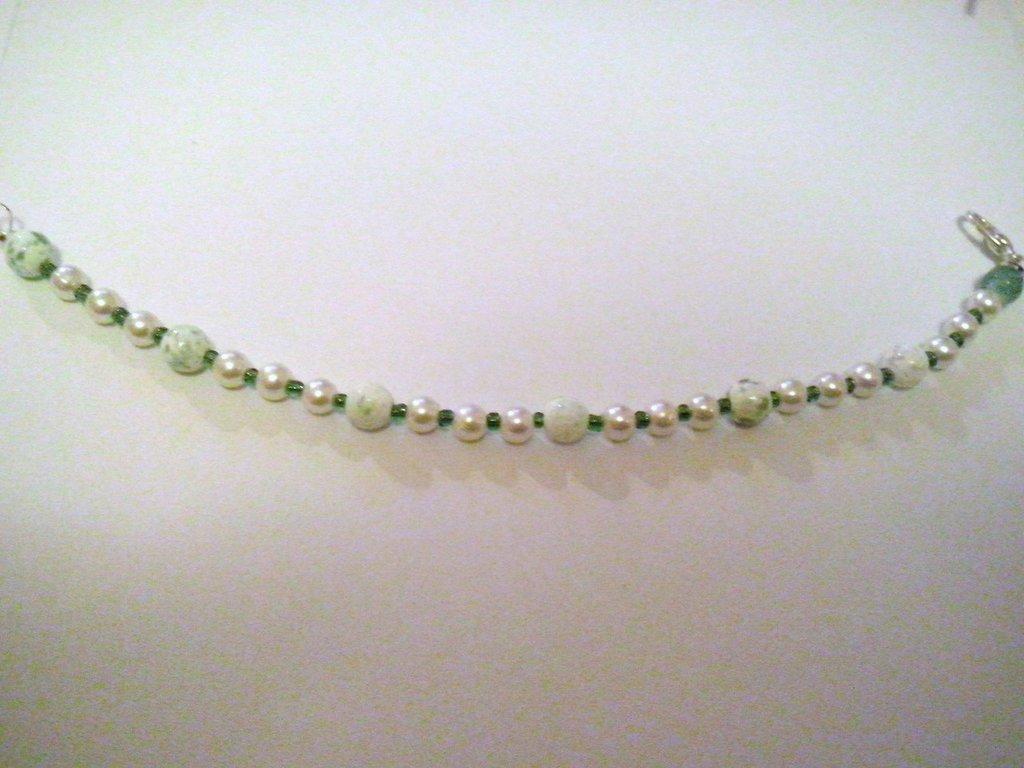 Braccialetto con perline verdi