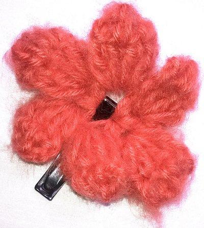 Mollettine per capelli con fiore all'uncinetto