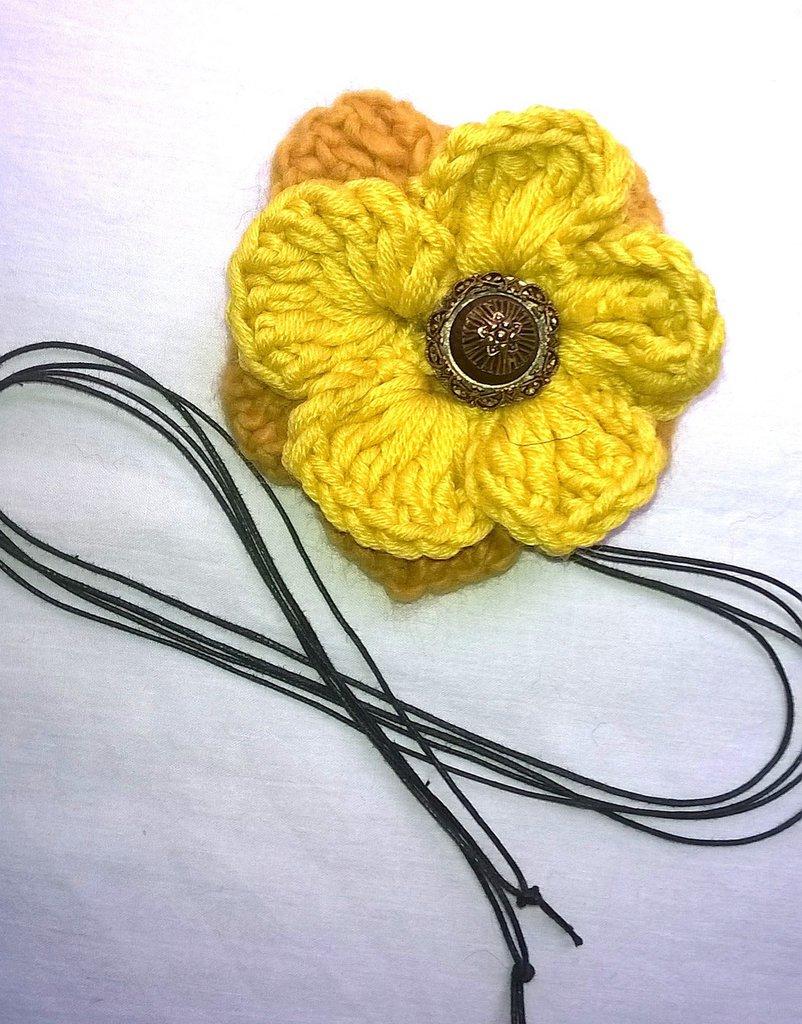 Collana con fiore uncinetto