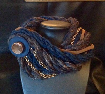 Collana/collo in lana e seta