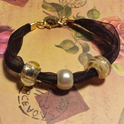 Bracciale nastro organza nero con perle giallo chiaro