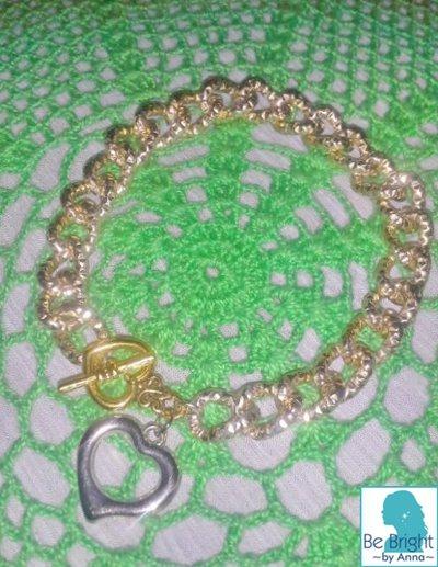 Bracciale a catena sfaccettata color oro chiaro e ciondolo a cuore