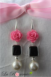 Orecchini Young Lycidas con rose in resina e perle