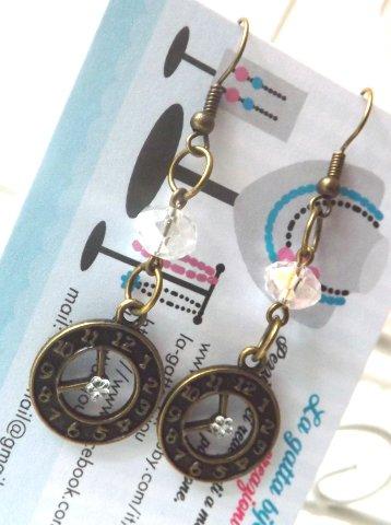 Orecchini stile vintage color bronzo con cristallo trasparente,ciondolo orologio e strass  a fiore