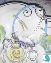 bracciale in cuoio intrecciato azzurro, perle argentate di strass blu scuro e blu elettrico