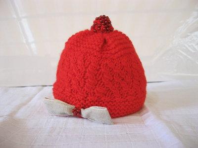 Cappellino rosso con perline rosse per bimba, Lana Merino e Cachemire,