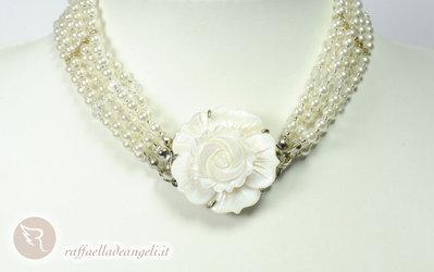 Collana a collarino con perle di Boemia e madreperla 01