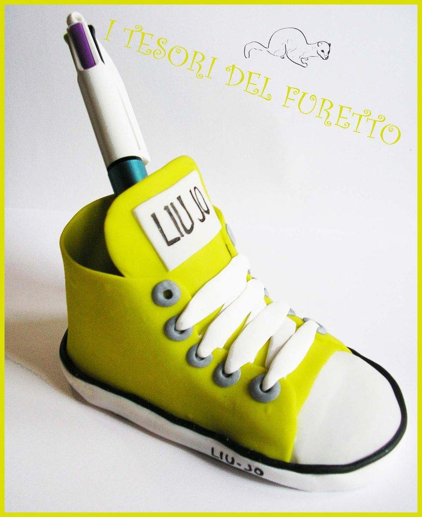 """Riservato per Claudia """" Portapenne Sneakers Liu Jo Personalizzata"""""""