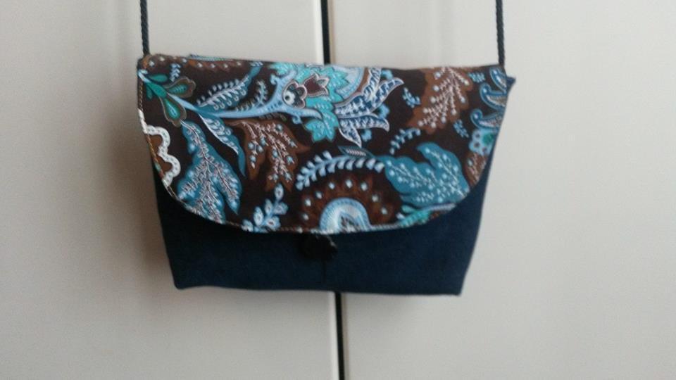 piccola borsetta in jeans blu con tessuto fantasia