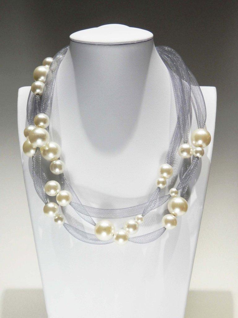 Collana leggerezza grigia con perle