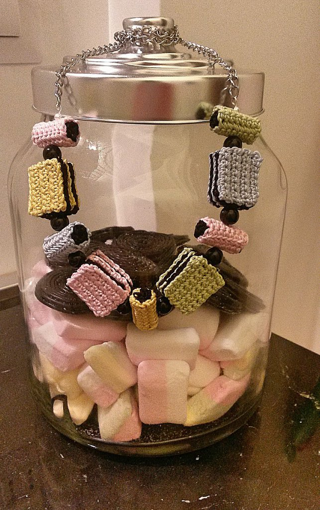 Collana e orecchini di caramelle