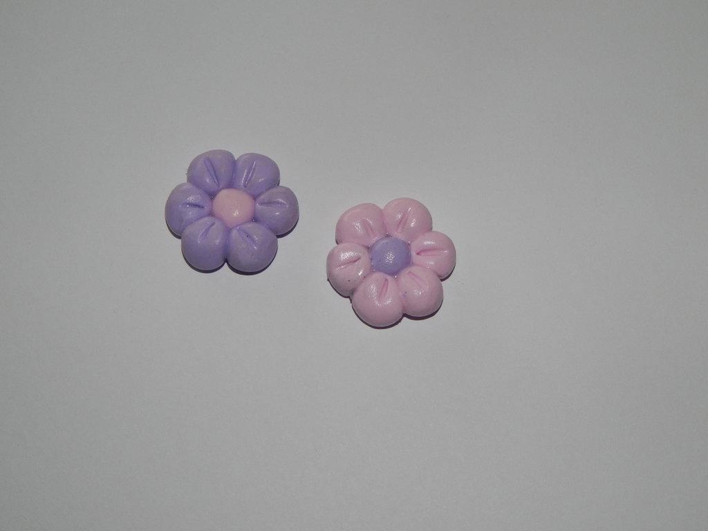 Calamita fiorellino in fimo