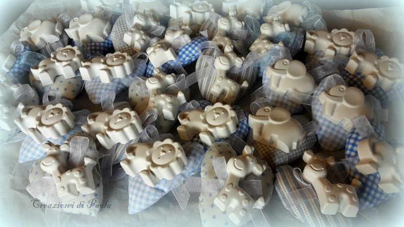 Bomboniera con cuori e gessetti profumati confezionati con scatolina