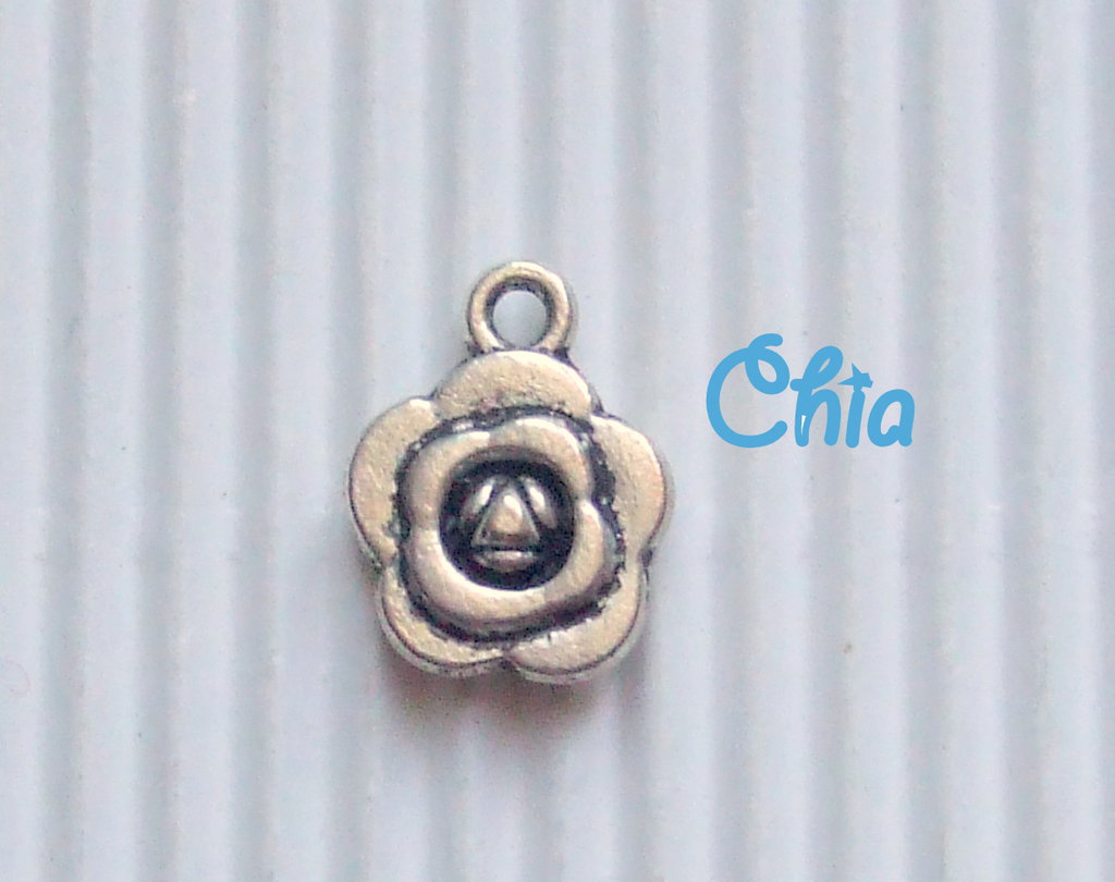 6 charms fiorellino 15x12mm