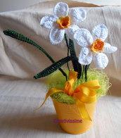 Secchiello di Narcisi bianchi all'uncinetto
