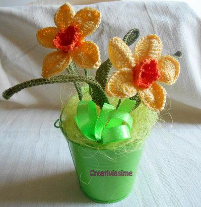 Secchiello di Narcisi gialli all'uncinetto