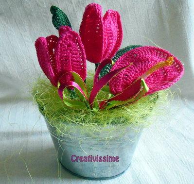 Secchiello di Tulipani  e Anthurium fucsia all'uncinetto