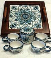 Sposta il mouse sull'immagine per eseguire lo zoom Ne hai uno da vendere? Vendine uno uguale Servizio caffè per 4,in ceramica con vassoio in legno e ripiano in ceramica.