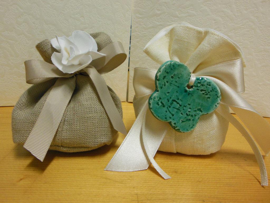 bellissimi ed eleganti sacchetti bomboniere in lino