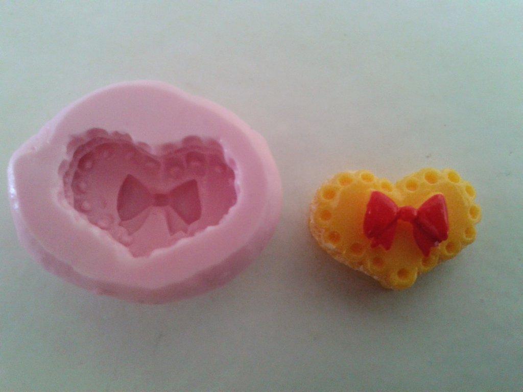 Stampo cuore con fiocchetto