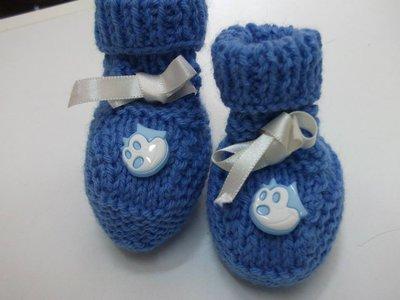 scarpette neonato in lana azzurra con gattino