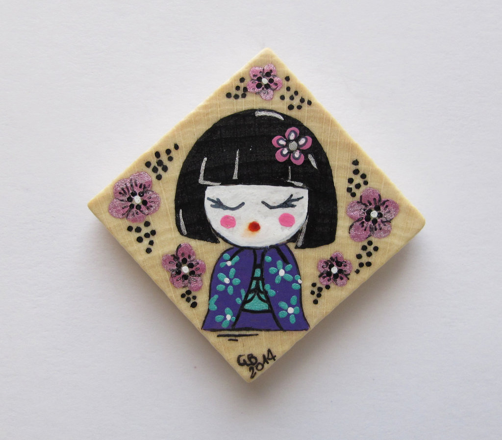 Magnete in legno dipinto a mano con mini geisha 2