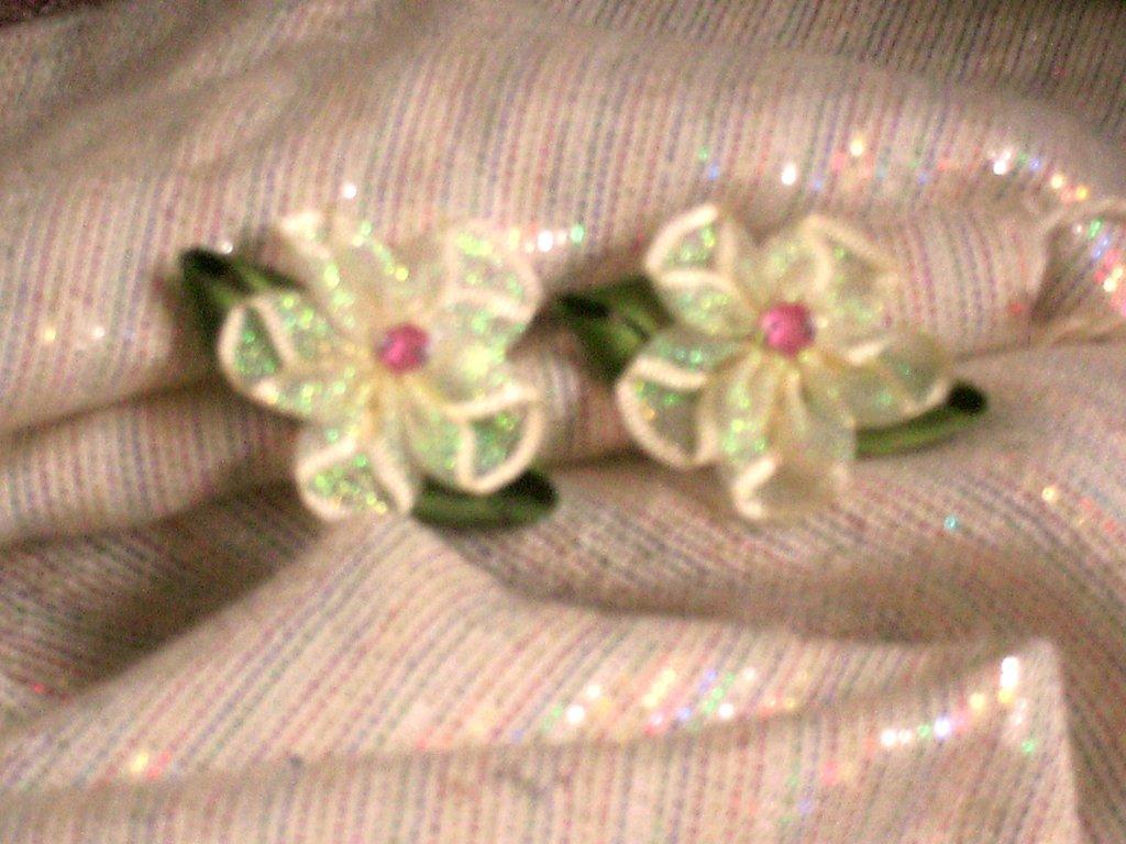 orecchini fiore verde con clips