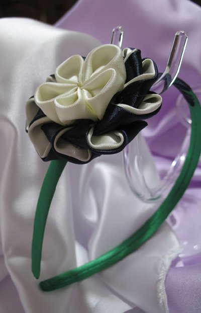 Cerchietto in raso verde decoro kanzashi Linea Blue Chic