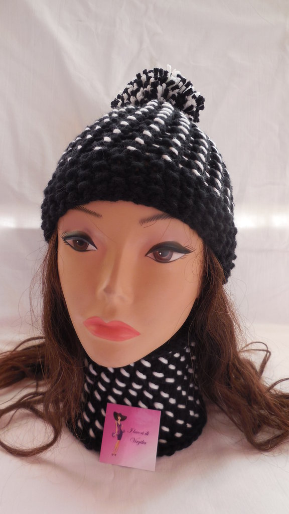 Cappello e scalda collo realizzati ai ferri