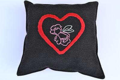 Cuscino San Valentino ricamato a mano