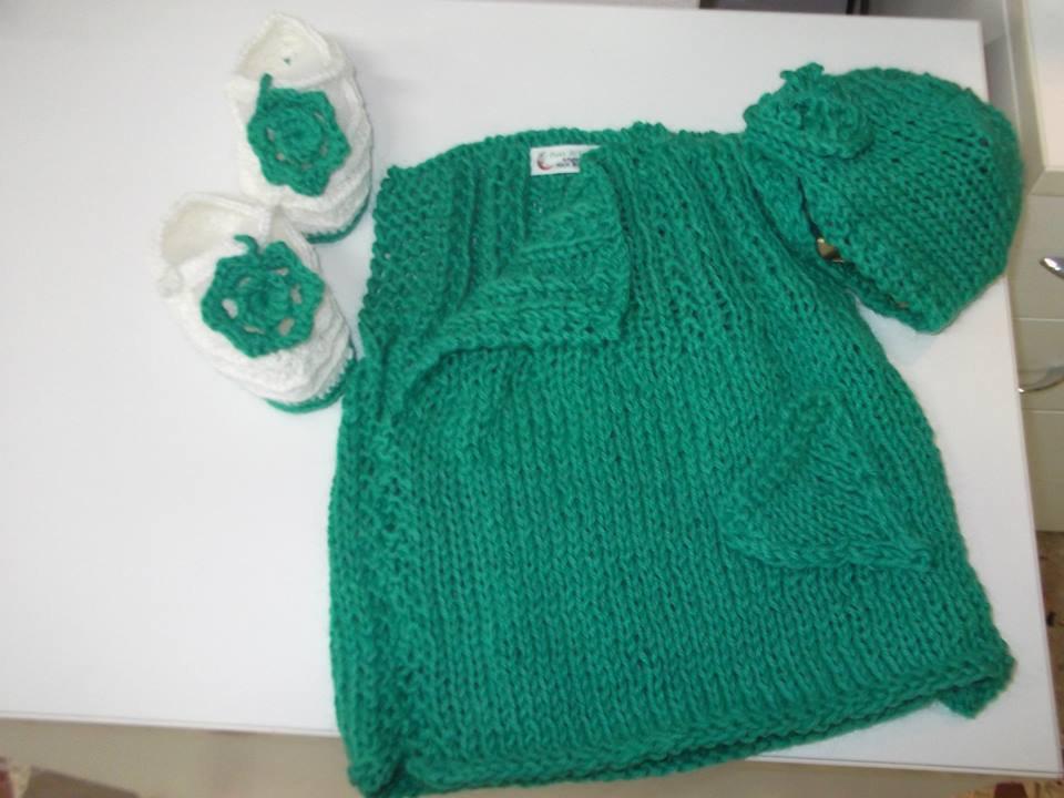 set bimba scarpette+ poncho+ cappellino in lana pezzo unico artigianale