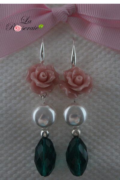 Orecchini Emerald con rose in resina  e pendente