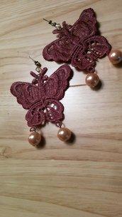 Orecchini all'uncinetto a forma di farfalla con madreperla e swarovski