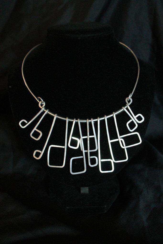 """Collana """"Artemide"""" realizzata in alluminio"""
