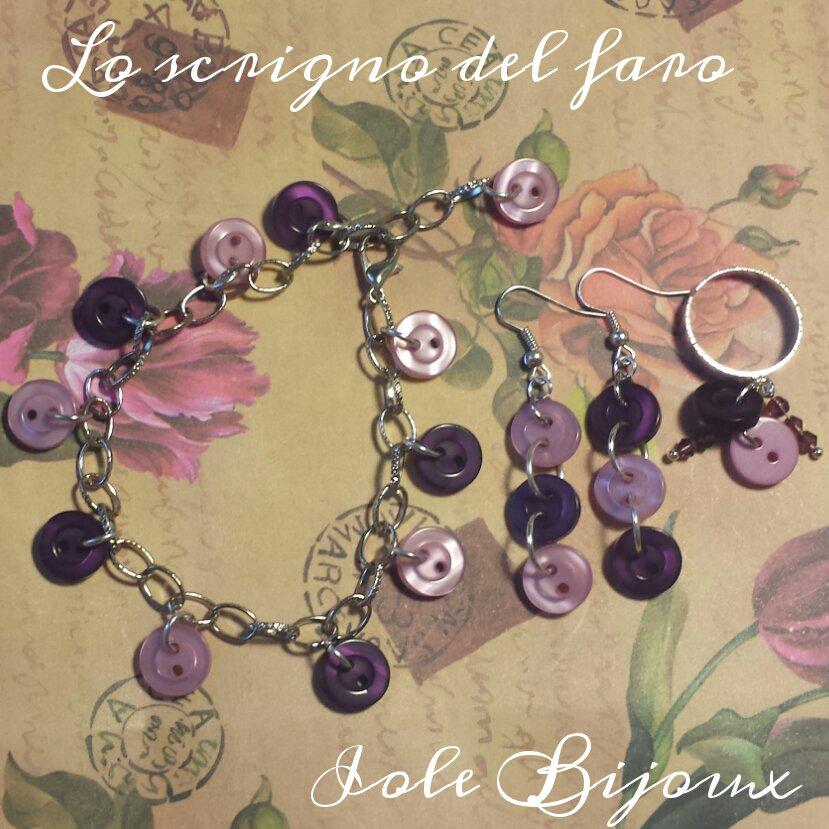 Bracciale, orecchini e anello con bottoni rosa e viola