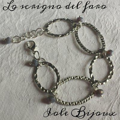Bracciale anelli ovali color argento e cristalli color grigio cangiante
