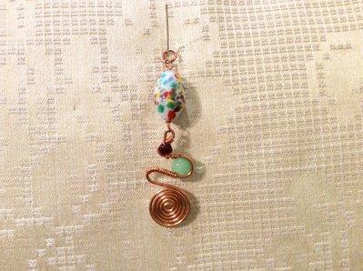 Ciondolo wire in rame, ovale di murrina, granato, sfera verde