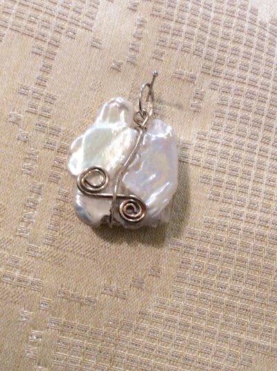 Ciondolo wire con perla barocca