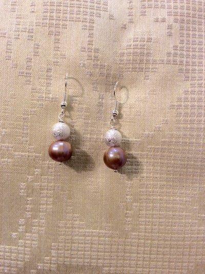 Orecchini con perle naturali color violetto
