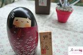 Bambola giapponese, Kokeshi Prato Fiorito - A490190