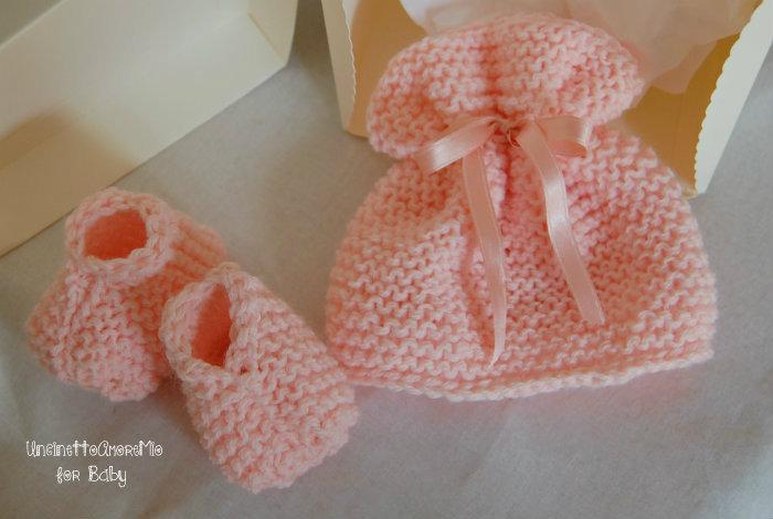 Completo neonato scarpine + cappellino con nastrino a maglia  - Benvenuto baby - in lana baby rosa albicocca