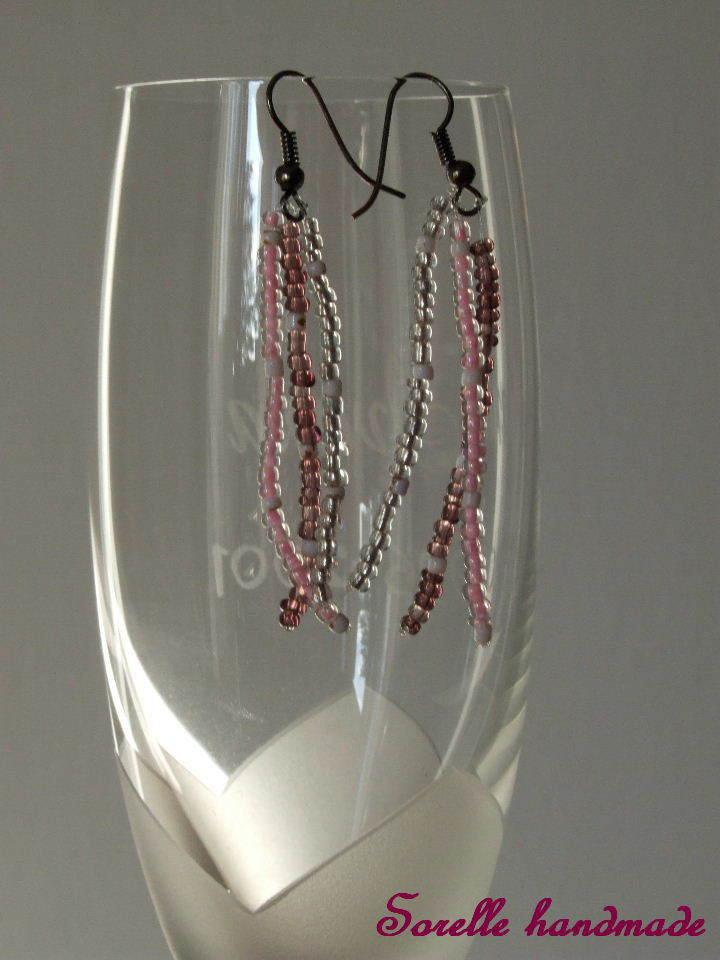 Orecchini pendenti con perle di vetro rosa-viola-trasparenti
