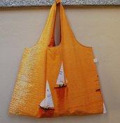 Borsa reversibile arancione con disegno a barche a vela