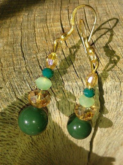Orecchini pendenti con pietra verde