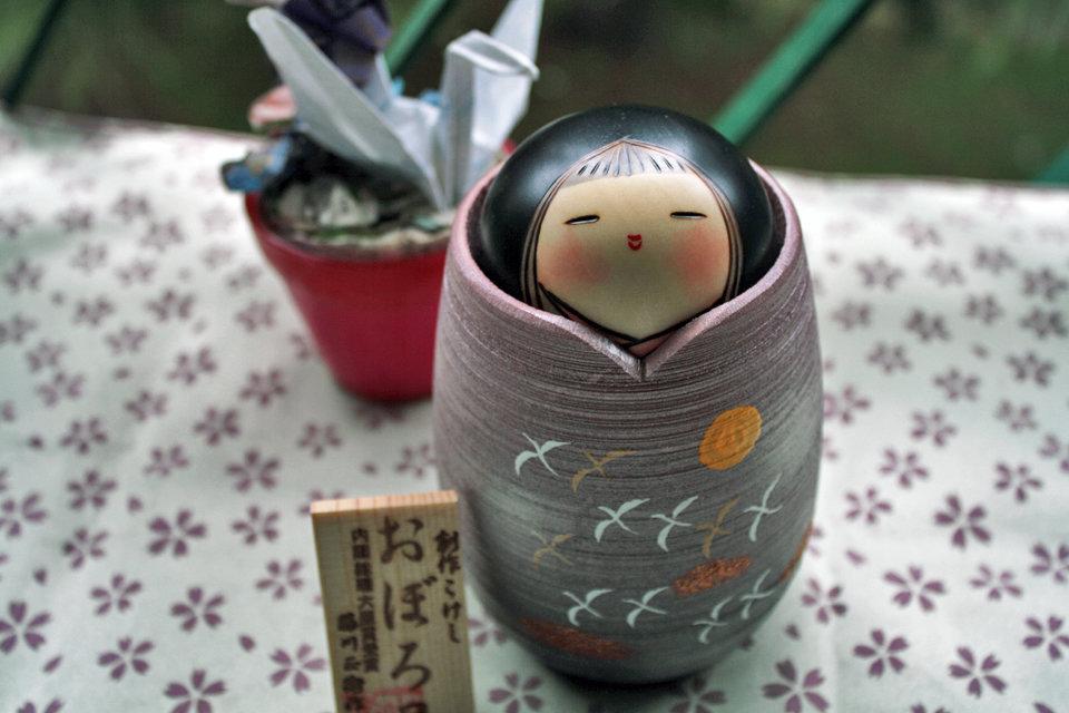 Bamabola giapponese Kokeshi , Luna Velata -A490283