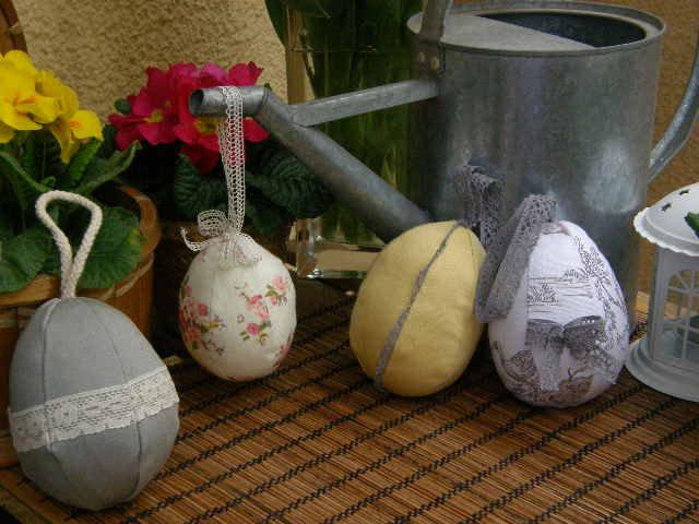 Uovo di Pasqua in set, in tessuto da stile Shabby