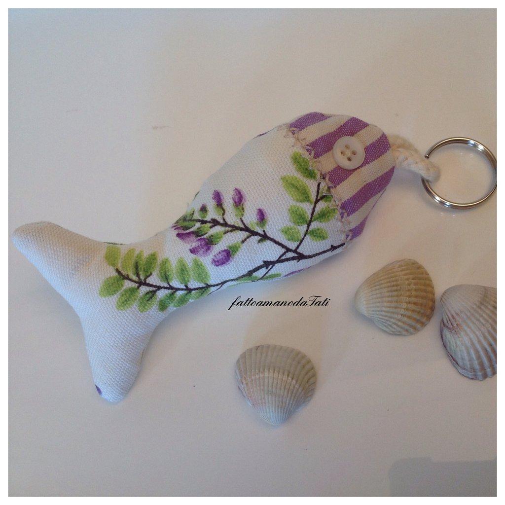 Portachiavi pesciolino in cotone con fiori e righe lilla