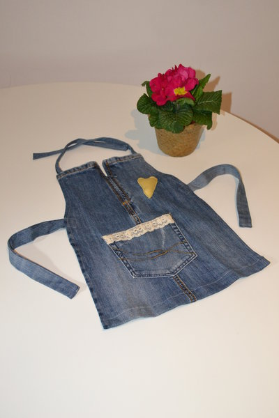 Grembiule di jeans per bimba