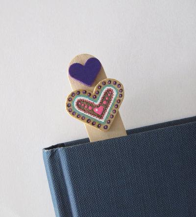 Segnalibro cuore in legno dipinto a mano 2