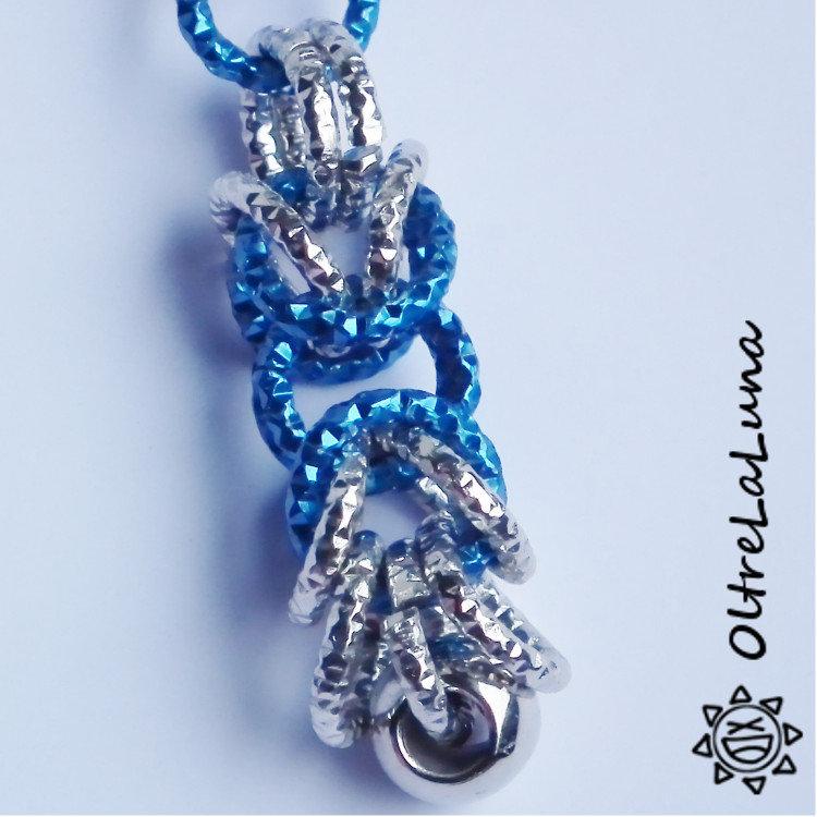 Orecchini con maglia bizantina bluette e argento e cuori in vetro bluette
